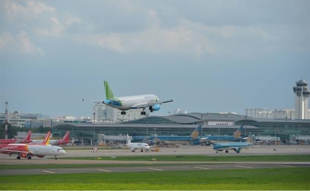 Tài chính hàng không suy kiệt vì giá vé máy bay xuống đáy