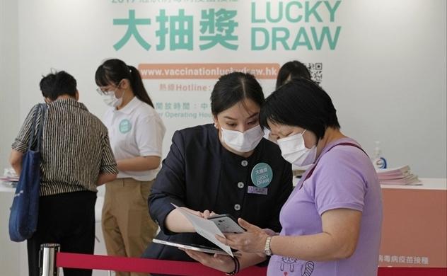 Hồng Kông mời gọi tiêm chủng bằng xổ số vaccine