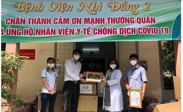 Nhựa Tiền Phong trao tặng máy thở cho Bệnh viện dã chiến số 11 tại TP.HCM