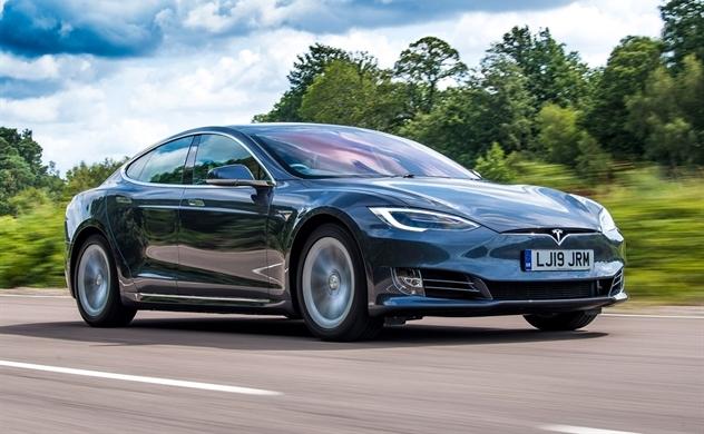 Đề xuất lệ phí trước bạ ôtô điện bằng một nửa so với xe dùng xăng, dầu