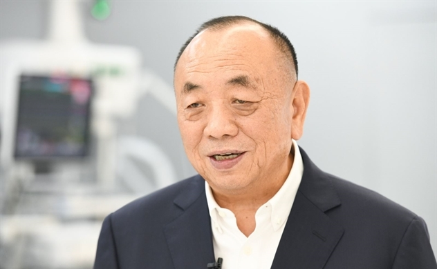 Ông trùm máy thở trở thành tỉ phú giàu nhất Singapore