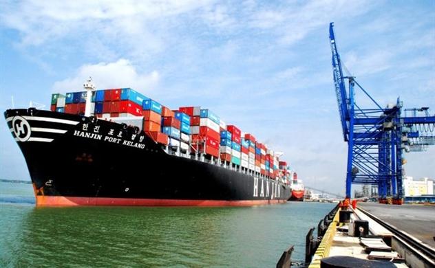 Cargo volume through Vietnam's port system soars 18% in eight months