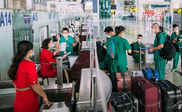 Hỗ trợ các địa phương chống dịch, Vietjet đưa nhiều y bác sĩ vào Nam