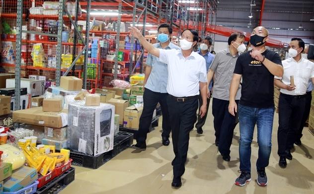 Phó Thủ tướng kiểm tra việc cung ứng thực phẩm cho TP.HCM