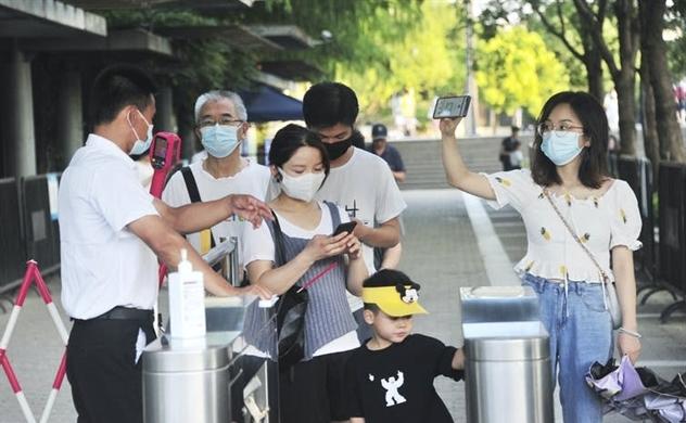 Cách Trung Quốc kiểm soát người ra đường giữa COVID-19