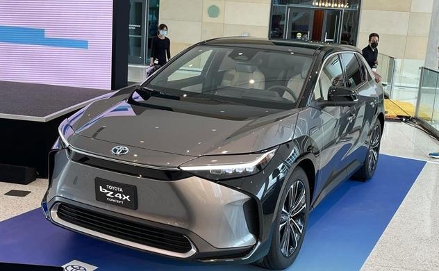 Toyota chi 13,7 tỉ USD vào làm pin xe điện