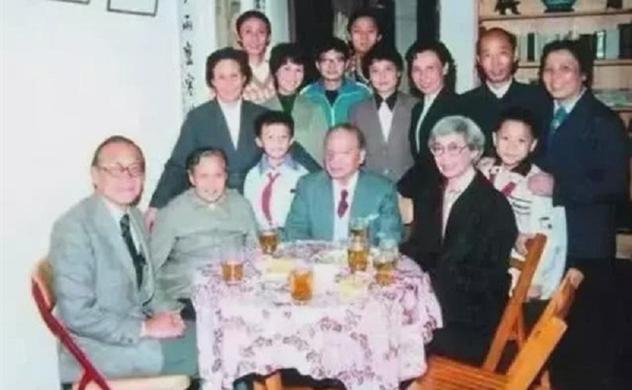 Gia tộc sản sinh ra 15 thế hệ liên tục phồn vinh trong nhiều lĩnh vực