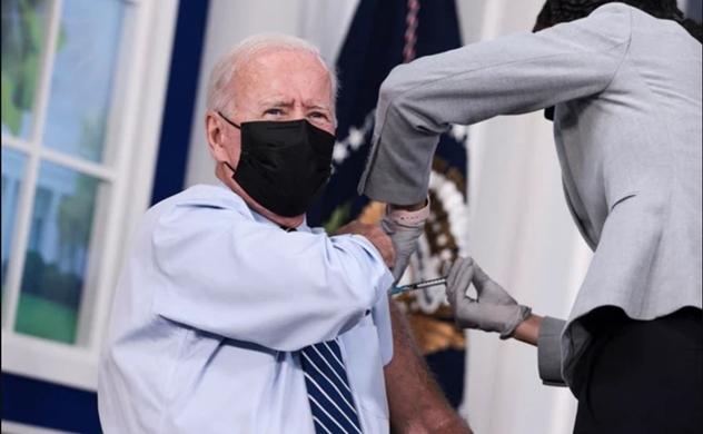 Tổng thống Joe Biden tiêm mũi vaccine COVID-19 thứ ba